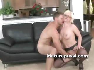 older  girl exposes she is fellatio queen as her