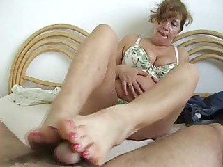 older  bitch make a footjob