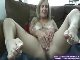 sexy hot cougar vanylla gives a foot work