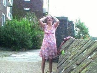 uk.flashers.net - naughty scottish lady walking