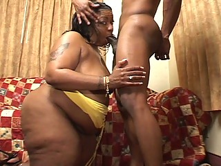 giant super momma drives a ebony libido