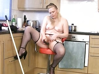 fat grownup lady cleans and cums