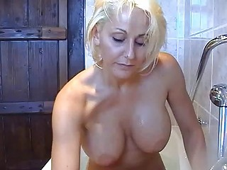 bootylicious horny pale momma teases with herself
