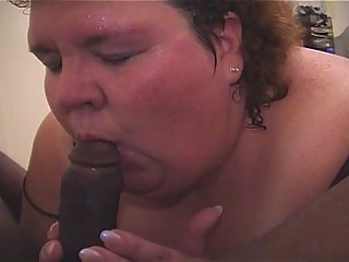 large momma likes parading her wet tits
