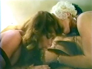two mature babes inside retro threeway act